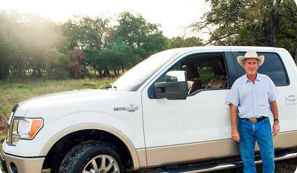 El expresidente estadunidense, George W. Bush, subastó su camioneta Ford F-150 King Ranch 2009