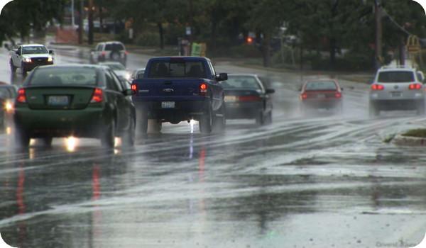 Cómo conducir correctamente en época de lluvias
