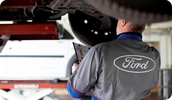 A la hora de reparar tu auto: ¿Ir al concesionario o el taller de la esquina?